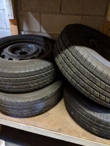4 Summer tires for sale with rims / 4 pneu d'été avec rim a vend