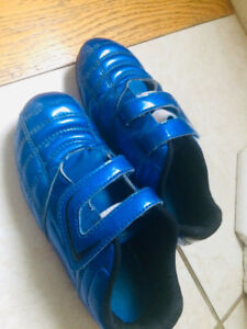 Soccer Shoes Size 1 / Like New