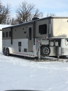 2018 Sundowner Horizon 6910, 3 horse trailer w/ living quarters