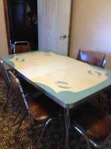 Retro kitchen table & 5 chairs