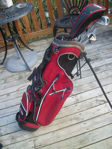 KIDS GOLF CLUBS AND BAG  WITH STAND .DUAL CARRY STRAPS ..