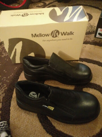 Brand new Steel Toe Shoes (size 7- Black)