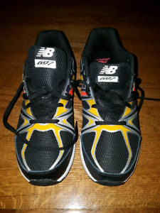 Brand New!  Boys Shoes New Balance 7 Wide Width Runners