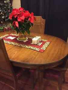 Solid wood Dining set with 2 leafs and 6 chairs