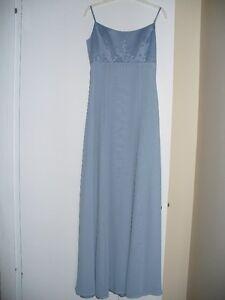 Beautiful Bridesmaid/formal/prom dress! Color: cornflower
