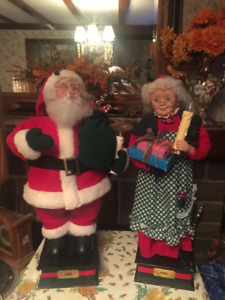 Mr. and Mrs. Claus animated light up set