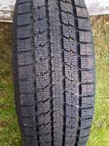 4 pneu d'hiver flambant neuf nego sur mag de chevrolet 235/75r15