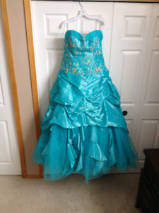 Beautiful Turquoise Grad Dress Size 22