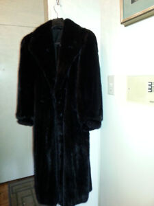 AMAZING BLACKGLAMA FINEST DARK RANCHED MINK FUR COAT
