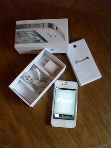 Apple IPhone 4S 16GB Cell Phone With Adapter/Charger/Cord/Case