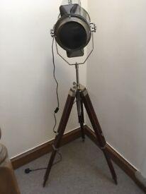 Large feature tripod spot light lamp