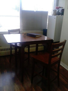 Dining Table with two chairs Edmonton Edmonton Area image 2