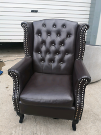 Brown faux leather queen anne style high back chair 🚚🚚