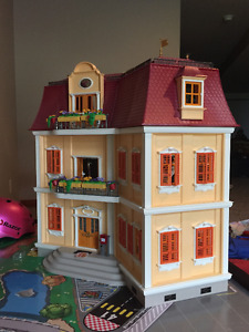 Playmobil Mansion House in New condition