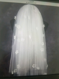 Veil in White color with beautiful flowers
