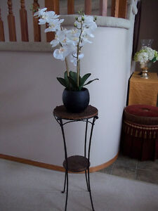 LOVELY PIER 1 TABLE AND TRIVET WITH STAND, SILK PLANT
