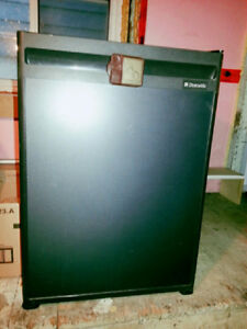Mini Fridge High Quality Dometic Brand Moving Sale