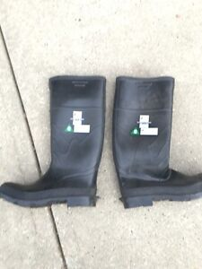 Brand new Size 8 Onguard Steel Toe Rubber Boots