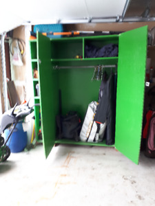 GUC shelving storage unit with clothing rod