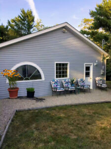 Ocean Views! House/Guest House/4-Bay Garage Beautiful Mahone Bay