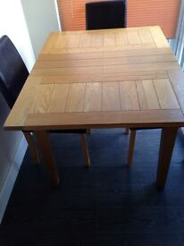 Oak dinning table an 4 chairs