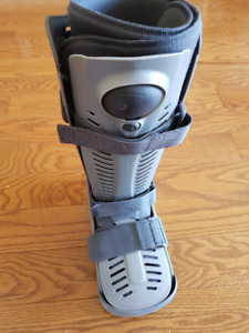 Ossur rebound walker boot for right foot..size large.