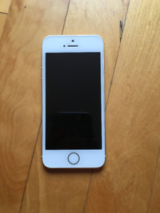 IPhone 5S 16GB in Mint Condition with Defender Otterbox