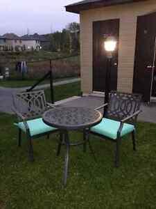Ensemble de patio 2 chaises 1 table