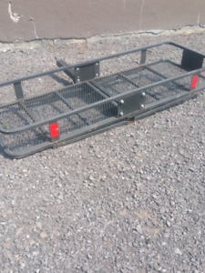 Cargo carrier hitch mount
