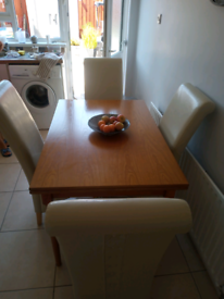 Extendeble table & 4 chairs