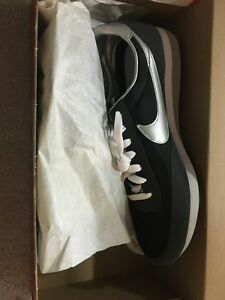 BRAND NEW NEVER WORN MENS NIKE SNEAKERS 9.5