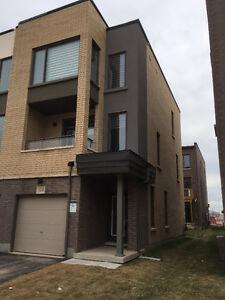 Corner Lot Modern Townhouse Dundas/Trafalgar for Rent