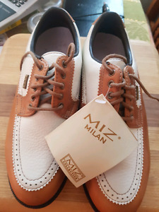 lady's new golf shoes size 6