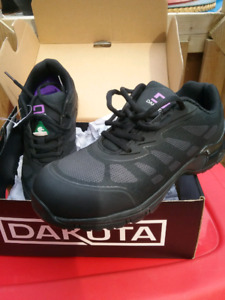NEW Dakota Ladies Safety Shoes in box Size 7.5  CSA Non-metallic