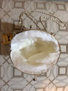 NEW, SYNTHETIC MOTHER-OF-PEARL, TEARDROP, BEADED CLUTCH PURSE London Ontario image 2
