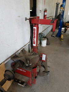 Coats tire changer and balancer