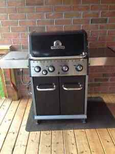 BROIL KING BBQ with side burner - Natural Gas