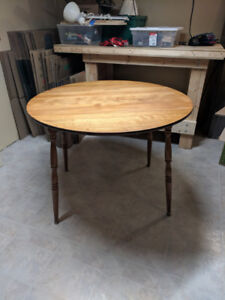 Round Maple Wood Kitchen Table