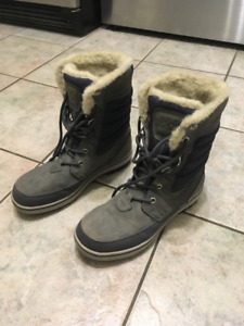 Helly Hansen men's boots for sale -like new condition