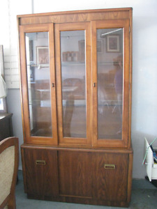 DINNINGROOM HUTCH -- BEAUTIFUL CONDITION GLASS FRONT