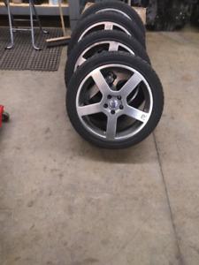 4 beaux mags 18 R avec pneus été neuf 245 40 zr 18.