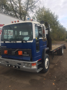 1992 VOLVO 25' FLOAT TRUCK (AIR BRAKES) --ONLY $8495--