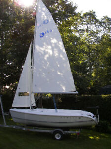 14 Ft. Hunter Day Sailor and trailer