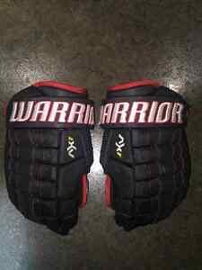 "Warrior Dynasty AX1 Gloves Black/Red 15"""