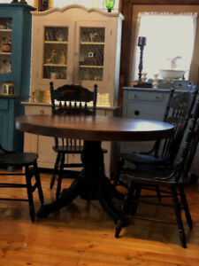 RestoredRefinished SOLID OAK LARGE 52 Round Dining Table