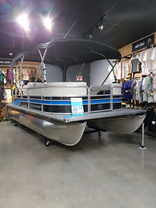 2017 ponton LEGEND ENJOY 21', MERCURY30 HP ET TOIT COMPLET!