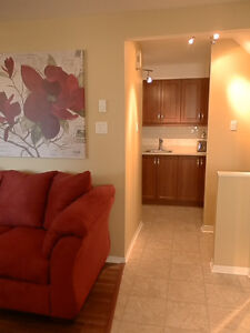 Month-to-month furnished/equipped 2-bedroom, 2-level condo