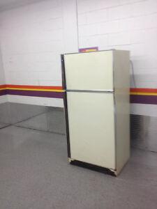 réfrigérateur GENERAL ELRCTRIC A VENDRE 514 476 5584