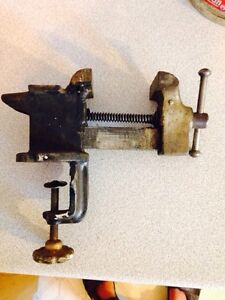 """Vintage 3.5"""" Bench Vice, US Made"""