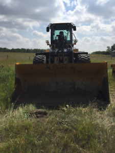 ATTACHMENTS - HEAVY DUTY FORKS, BUCKET & SAND SPOON + RIPPER